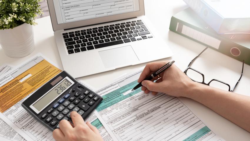 deklaracja-cit-8-laptop-kalkulator
